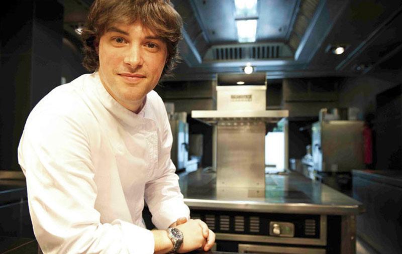 Jordi Cruz (5 Michelin stars) stands in the kitchen